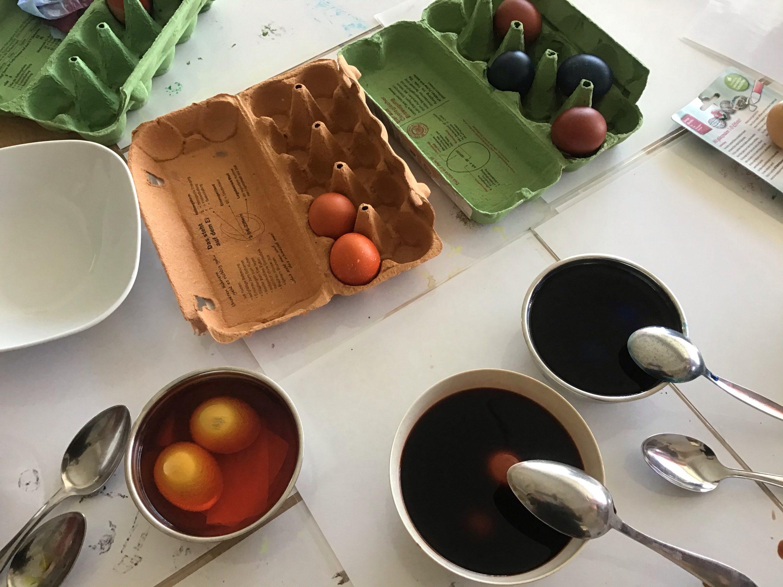 Ostereier-Färbeaktion
